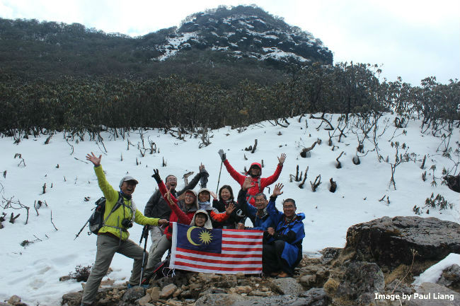 Bhutan group picture in the snow